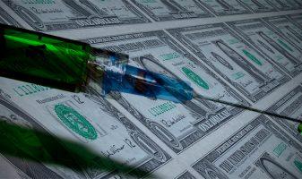 Сколько зарабатывают производители вакцин от коронавируса